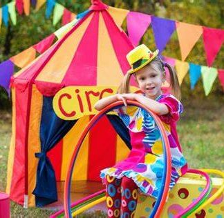 Petite fille de cirque
